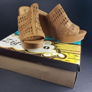 Zigi Soho Platform Tan Sandals, New 8.5